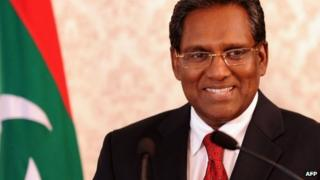 Maldives President Mohamed Waheed speaks to reporters at his office in Male.