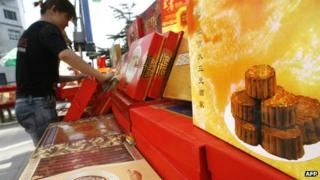 File picture of mooncakes stall in Beijing