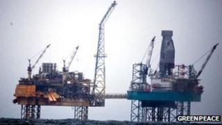 Elgin platform [Pic: Greenpeace]