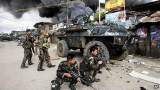 Government troopers continue their assault on Muslim rebels Thursday, 12 September 2013, at Zamboanga city in the southern Philippines