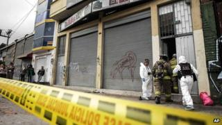 Firefighters and prosecutors inspect the bar in Bogota (15 September 2013)