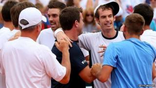 Andy Murray celebrates with Great Britain team