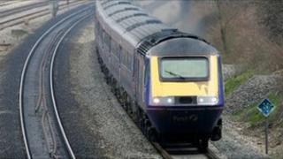 First Great Western InterCity 125 train passing though Iver station to Paddington