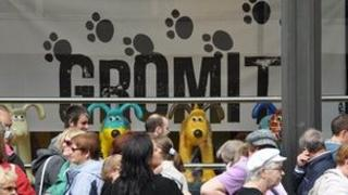 Queue for Gromit exhibition