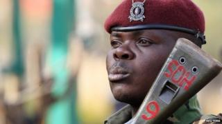 A Kenya General Service Unit policeman stands guard in the area around Westgate shopping mall in Nairobi, 25 September, 2013.