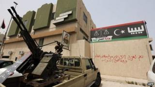 Gunmen surround the justice ministry in Tripoli, 30 April 2013