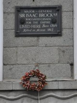 Wreath hoisted up next to the plaque on the general's former home.