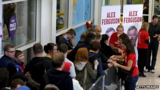 Fans queue for Sir Alex Ferguson's book signing