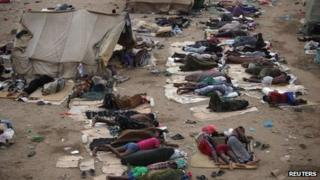 Ethiopian migrants sleep out in the open near a transit centre in Yemen while they wait to be repatriated (21 May 2013)