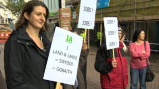 Rally in support of Land & Lakes plans