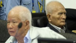 Former Khmer Rouge leader Khieu Samphan (left) and Nuon Chea (right) in the courtroom at ECCC in Phnom Penh on October 31, 2013