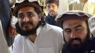 Hakimullah Mehsud (left) with his commander Wali-ur Rehman in 2009