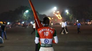 Fans are gearing to pay an emotional farewell to cricket maestro Sachin Tendulkar