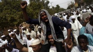 Sudanese anti-government protesters chant slogans after the Friday noon prayer in the Omdurman district of northern Khartoum, Sudan, Friday, 27 September 2013