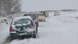 Cars stopped in snow on Guernsey road