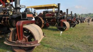 Steam rollers taking part in the attempt at Great Dorset Steam Fair