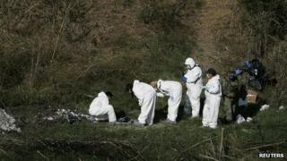Forensic technicians search for a mass grave on the banks of the Lerma river in La Barca on 21 November, 2013
