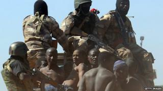 Malian soldiers transport in a pickup truck a dozen suspected Islamist rebels on February 8, 2013 after arresting them north of Gao.