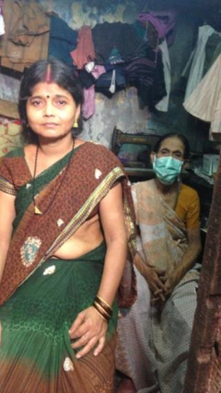Ranjhu Zha with her 65 year old mother Parvati, who has extensively drug-resistant TB