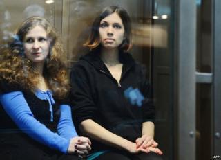 Pussy Riot's Maria Alyokhina and Nadezhda Tolokonnikova in court in Moscow, 10 October 2012