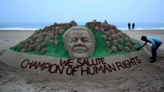 Tribute to Mandela in sand