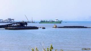 A barge is loaded with coal in the port of Cienaga close to the Caribbean city of Santa Marta on 5 January, 2014