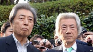 Former Japanese prime ministers Morihiro Hosokawa (L) and Junichiro Koizumi (R) speak to reporters after they met in Tokyo on 14 January 2013 as Hosokawa will run Tokyo gubernatorial election
