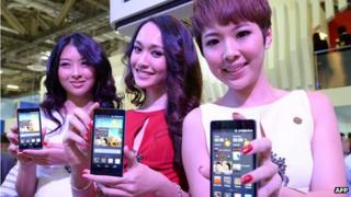 Models holding Huawei's Ascend P6 phone