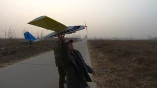 Li Keren holding his plane model