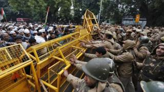 Supporters of the Aam Aadmi Party clashed with police during their street protest in Delhi