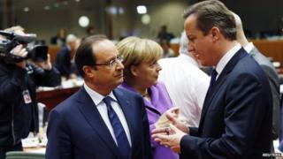 French President Francois Hollande (left) with UK PM David Cameron in Brussels, 25 Oct 13