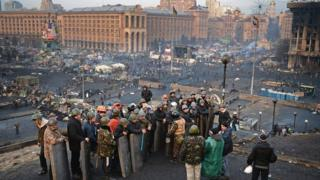 Crowds gather Ukraine