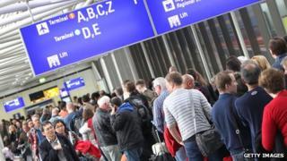 Long queues at Frankfurt airport