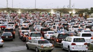 Congestion at the border crossing between Saudi Arabia and Bahrain