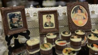 Chocolate frames with portraits of al-Sisi laser printed onto a chocolate canvas