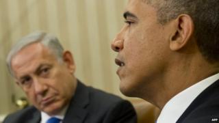 Benjamin Netanyahu (left) listens to Barack Obama speak at the White House (30 September 2013).