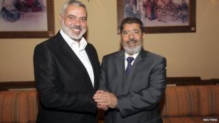 Ismail Haniya and Mohammed Morsi in Cairo (July 2012)