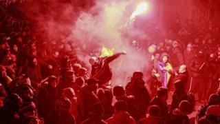 Crowds protesting in Kiev