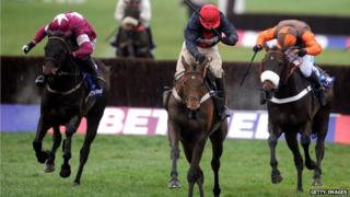 Bob's Worth (centre) on its way to winning the 2013 Betfred Gold Cup