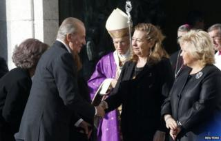 Spanish King Juan Carlos (front L) greets Pilar Manjon (front 2nd R), president of the March 11-Victims of Terrorism Association