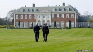 John Kerry and Sergei Lavrov in the grounds of Winfield House, the US ambassador's residence in London before the start of talks focussed on Russian intervention in Crimea (March 14, 2014)