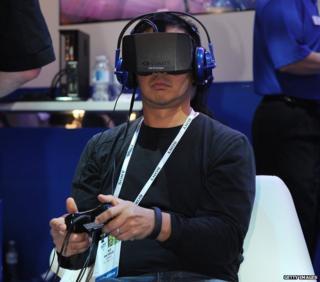 Man uses Oculus Rift