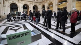 French voters queue to vote