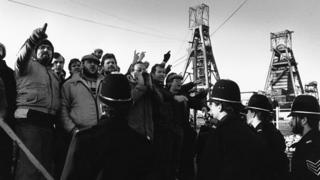 Miners and police on a picket line