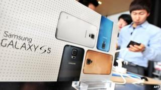 Samsung Galaxy S5 on display
