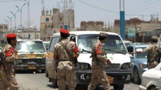 Yemeni soldiers in Sanaa (20 April 2014)