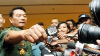 Lt-Gen Moeldoko holding a watch in front of journalists