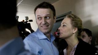 Russian opposition activist Alexei Navalny, centre, and his wife Yulia, right, enter a courtroom before the start of a trial in Moscow, Russia, on 24 April 2014.
