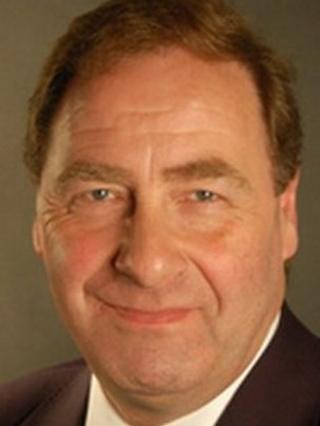 Iain McMillan