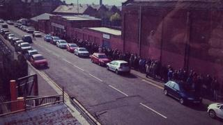 United fans queue